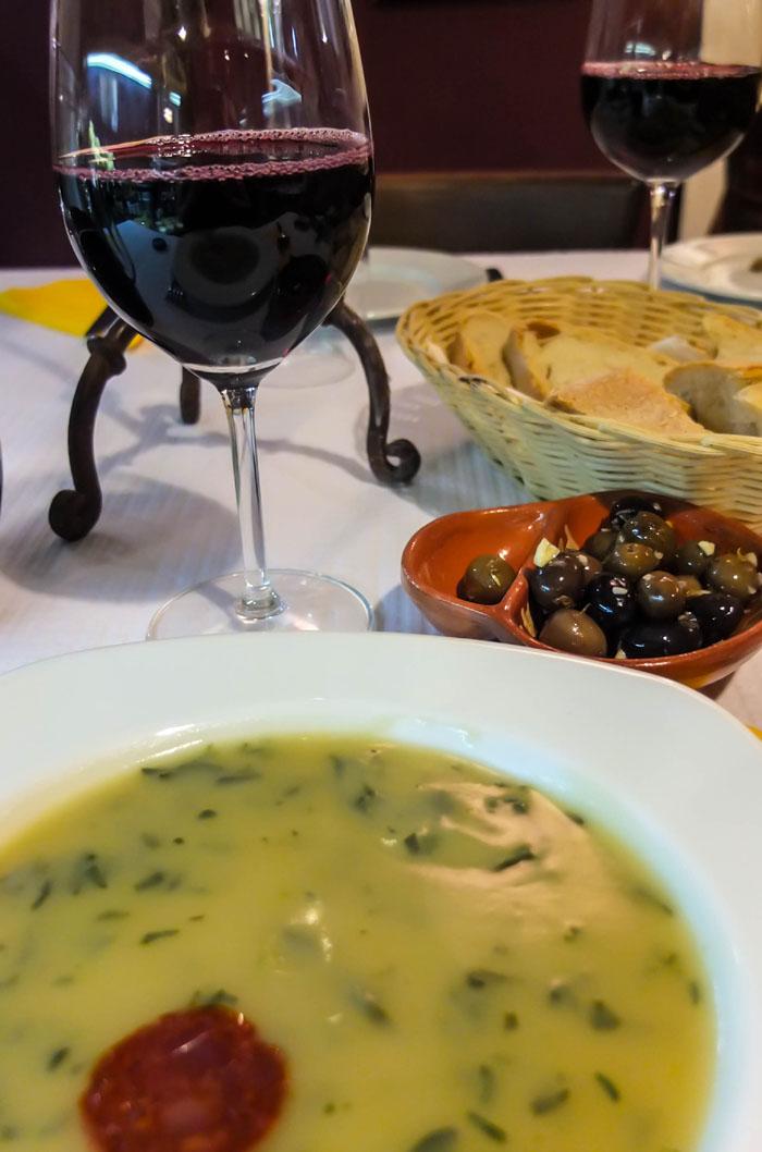Als Vorspeise gab es eine Suppe namens Caldo verde.